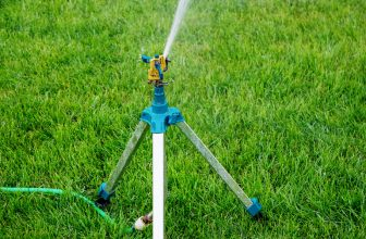Best Tripods Sprinklers For Lawns